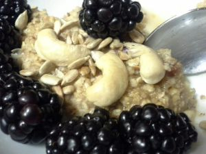 Breakfast: Oats w/ almond milk, flax/ sunflower seeds, cashews & blackberries